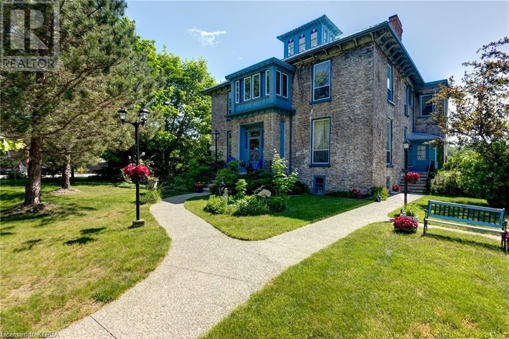 Main Photo: 346 PICTON MAIN Street in Picton: House for sale : MLS®# 40164761