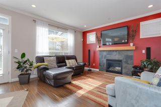 Photo 6: 18152 70A AVENUE in Surrey: Cloverdale BC House for sale (Cloverdale)  : MLS®# R2149572