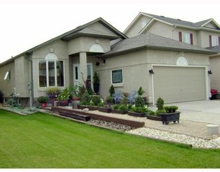 Photo 1: 67 ROEHAMPTON Place in WINNIPEG: St Vital Residential for sale (South East Winnipeg)  : MLS®# 2817331