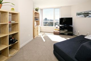 """Photo 12: 1509 1212 HOWE Street in Vancouver: Downtown VW Condo for sale in """"1212 HOWE by WALL FINANCIAL"""" (Vancouver West)  : MLS®# R2052065"""