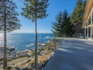 "Photo 3: 7101 DALE Road in Sechelt: Sechelt District House for sale in ""Caleda Estates"" (Sunshine Coast)  : MLS®# R2515160"