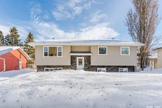 Photo 1: 1566 Helme Crescent in Prince Albert: Crescent Acres Residential for sale : MLS®# SK839390