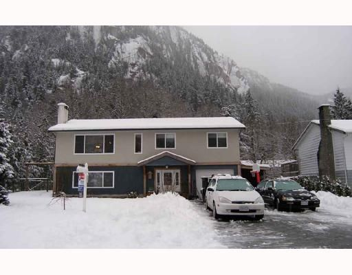 Main Photo: 38346 FIR Street in Squamish: Valleycliffe House for sale : MLS®# V686197