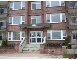 """Photo 1: 210 46150 BOLE Avenue in Chilliwack: Chilliwack N Yale-Well Condo for sale in """"NEWMARK"""" : MLS®# R2217632"""
