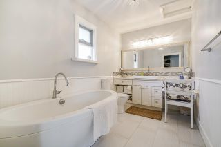 """Photo 17: 850 PARKER Street: White Rock House for sale in """"EAST BEACH"""" (South Surrey White Rock)  : MLS®# R2587340"""