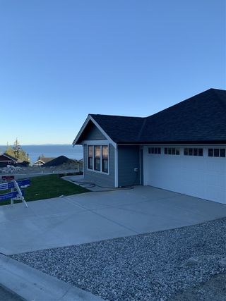 """Photo 1: 6075 KINGBIRD Avenue in Sechelt: Sechelt District House for sale in """"SilverStone Heights Phase2"""" (Sunshine Coast)  : MLS®# R2466331"""