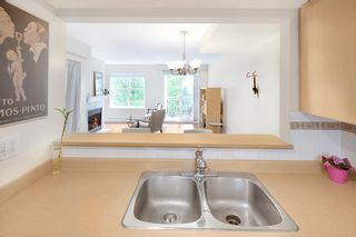 """Photo 9: 20 123 SEVENTH Street in New Westminster: Uptown NW Townhouse for sale in """"ROYAL CITY TERRACE"""" : MLS®# R2170926"""