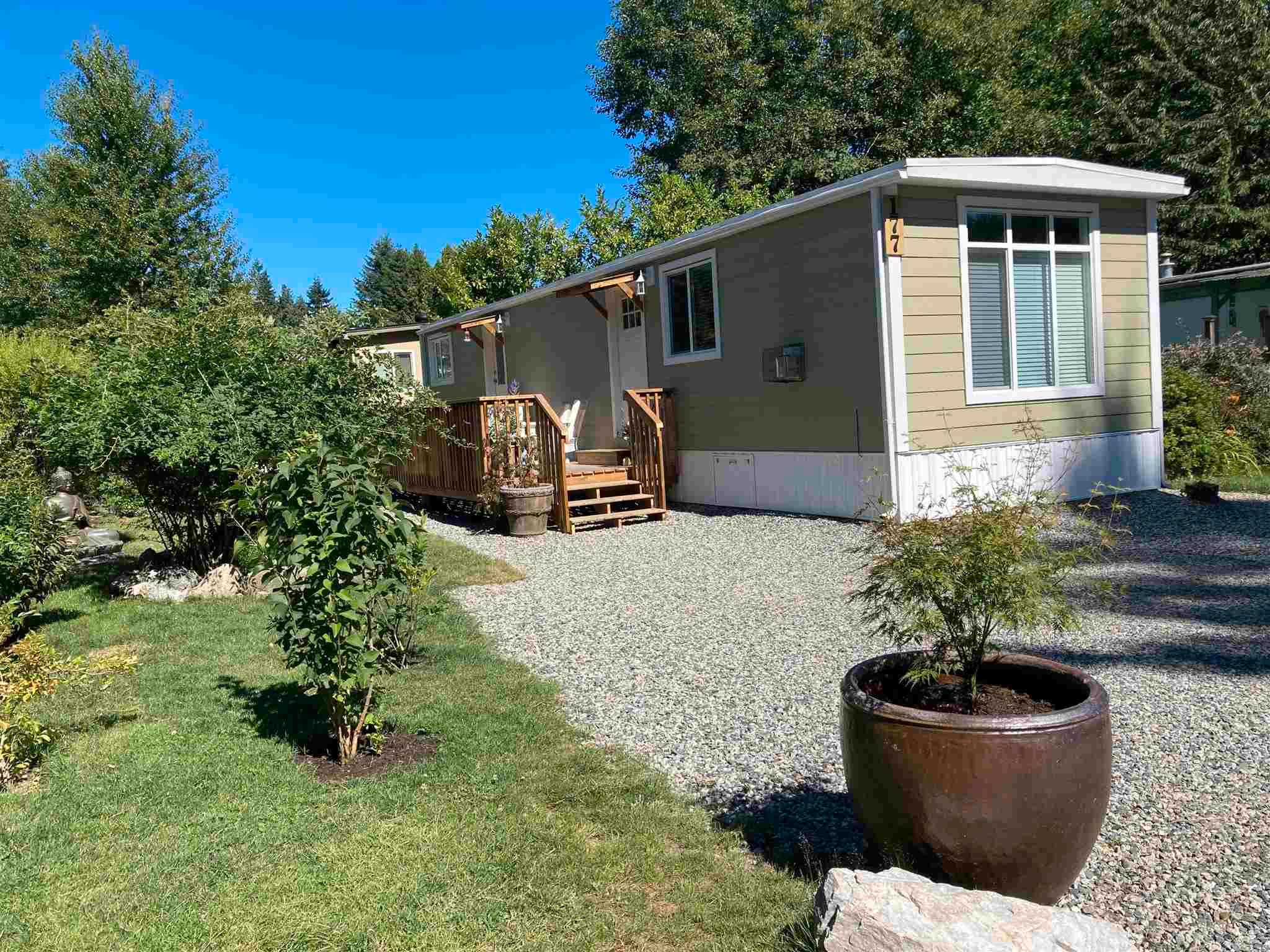 """Main Photo: 177 1413 SUNSHINE COAST Highway in Gibsons: Gibsons & Area Manufactured Home for sale in """"THE POPLARS"""" (Sunshine Coast)  : MLS®# R2604177"""