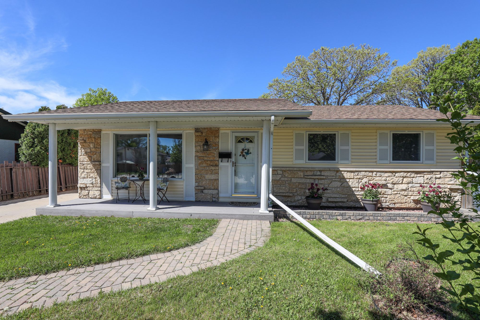 Main Photo: Sold Over List Price! Meadowood