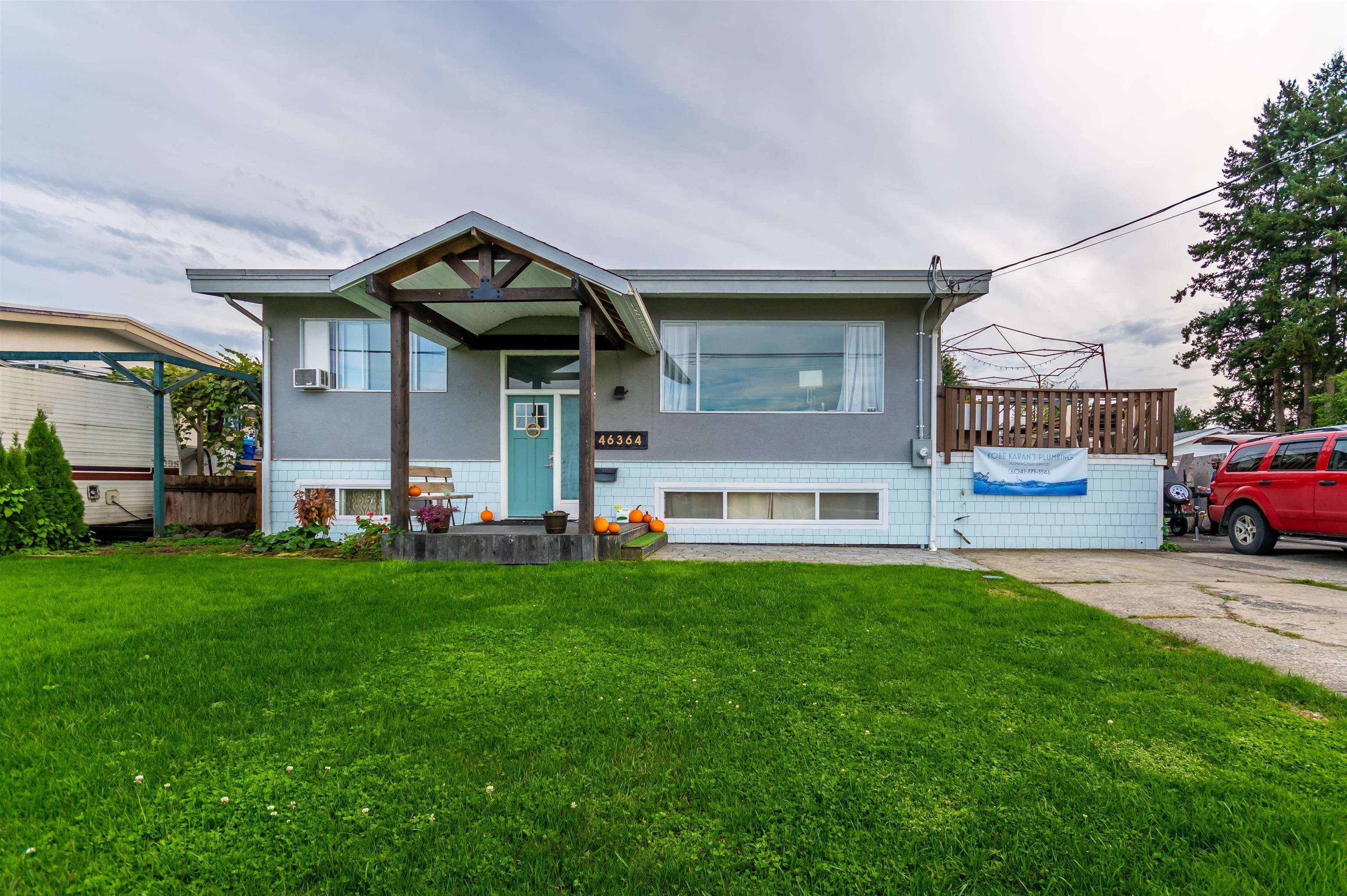 Main Photo: 46364 STRATHCONA Road in Chilliwack: Fairfield Island House for sale : MLS®# R2623056
