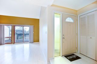 Photo 3: 7050 Edgemont Drive NW in Calgary: Edgemont Row/Townhouse for sale : MLS®# A1108400