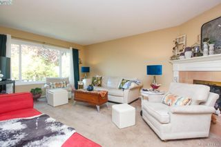 Photo 4: 3 1740 Knight Ave in VICTORIA: SE Mt Tolmie Row/Townhouse for sale (Saanich East)  : MLS®# 828137