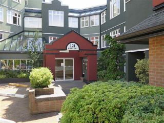 "Photo 1: 501 121 W 29TH Street in North Vancouver: Upper Lonsdale Condo for sale in ""Somerset Green"" : MLS®# R2145670"