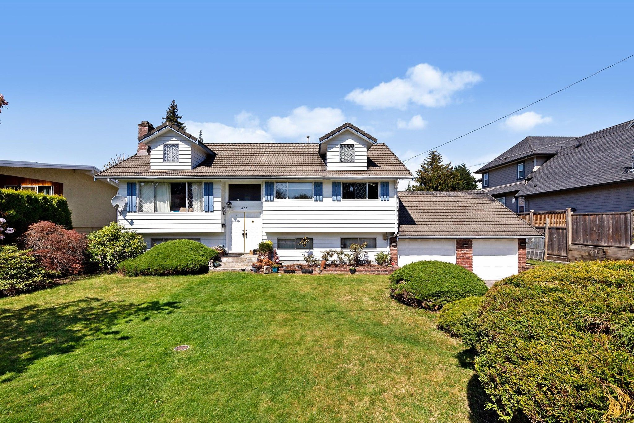 Main Photo: 823 CORNELL Avenue in Coquitlam: Coquitlam West House for sale : MLS®# R2569529