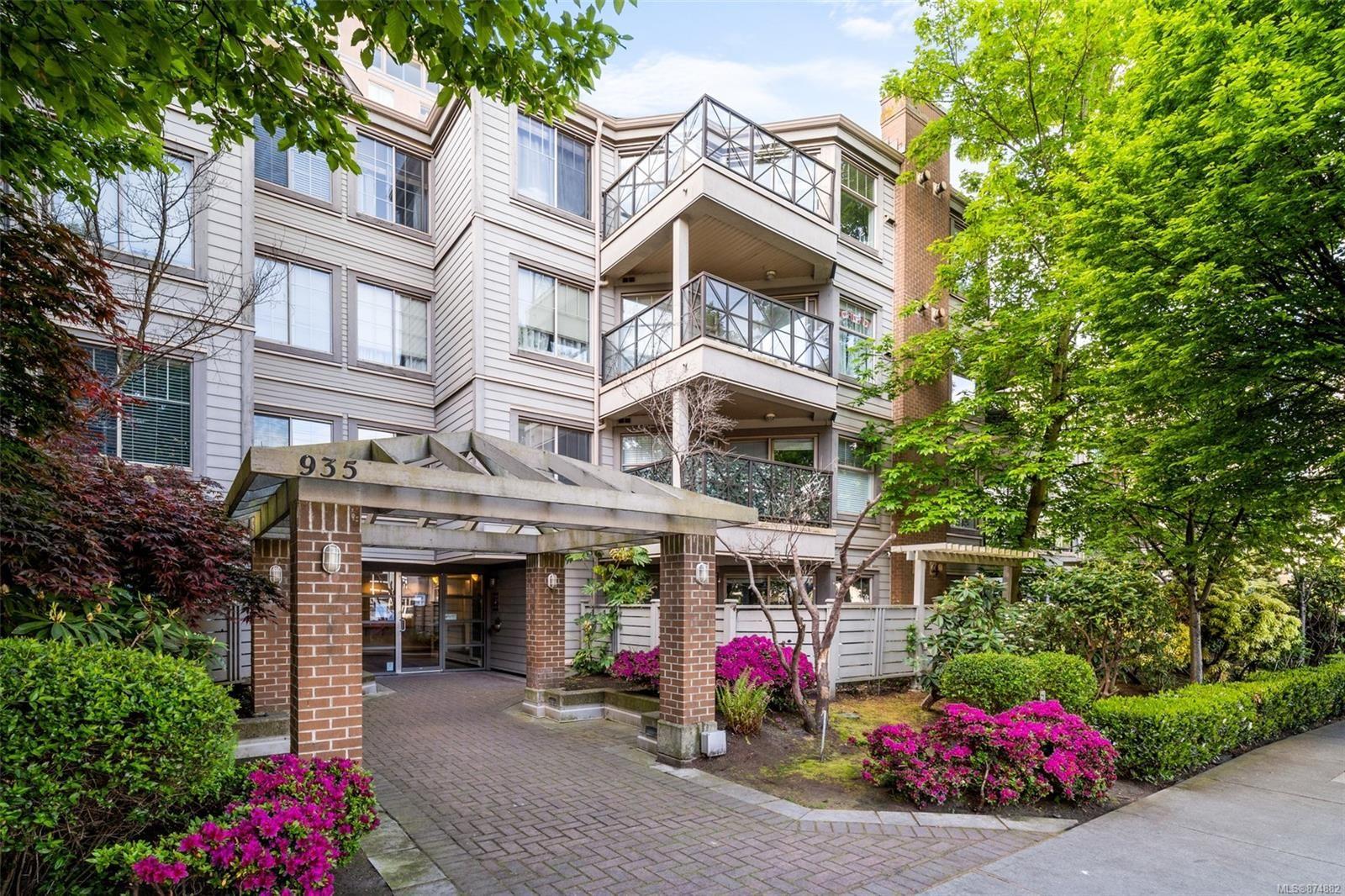 Main Photo: 305 935 Johnson St in : Vi Downtown Condo for sale (Victoria)  : MLS®# 874882