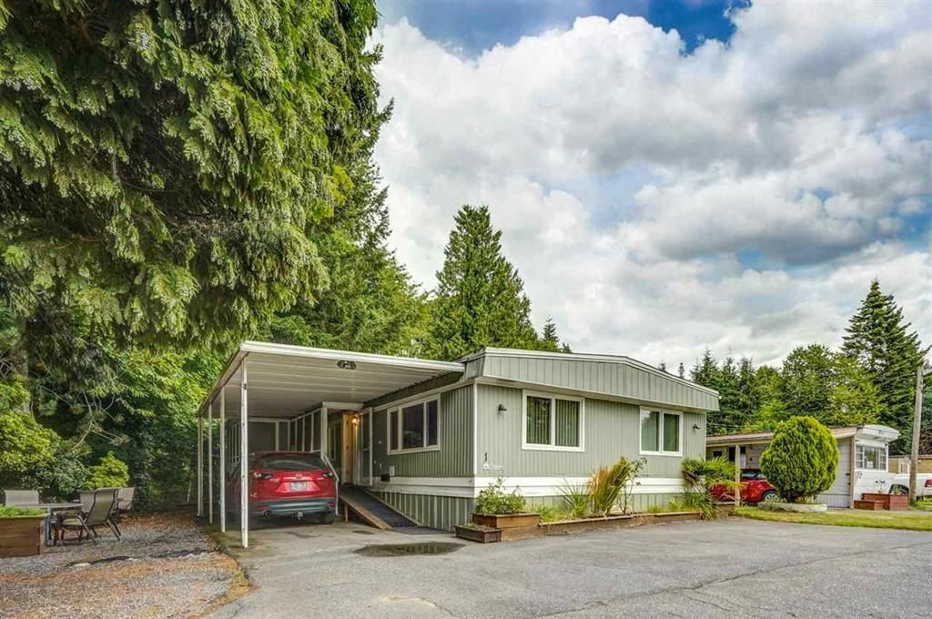 """Main Photo: 1 6280 KING GEORGE Boulevard in Surrey: Sullivan Station Manufactured Home for sale in """"White Oak Park"""" : MLS®# R2608033"""