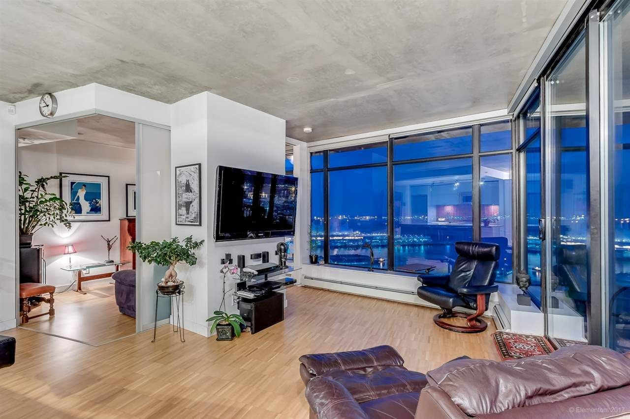 """Main Photo: 2503 128 W CORDOVA Street in Vancouver: Downtown VW Condo for sale in """"WOODWARDS W43"""" (Vancouver West)  : MLS®# R2199379"""