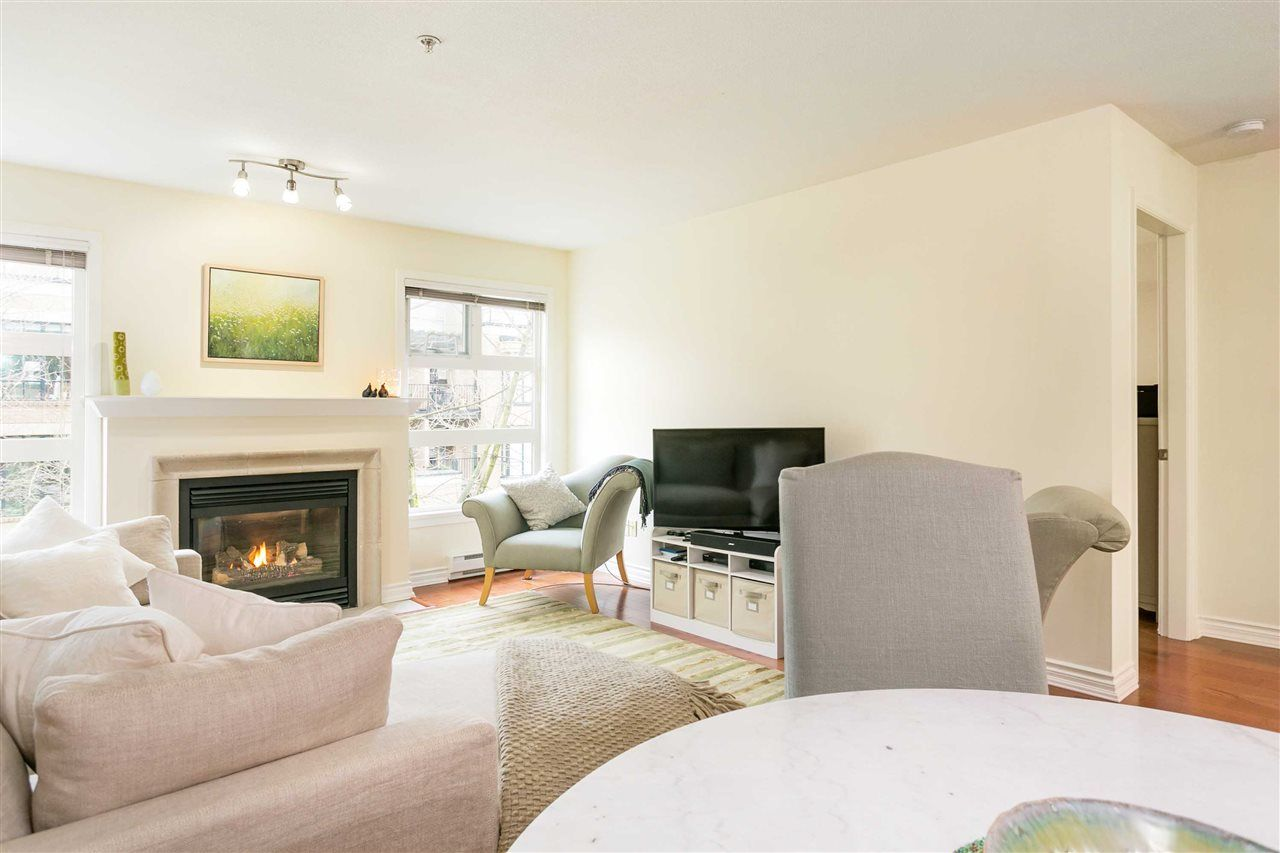 """Photo 5: Photos: 309 2181 W 12TH Avenue in Vancouver: Kitsilano Condo for sale in """"Carlings"""" (Vancouver West)  : MLS®# R2517965"""