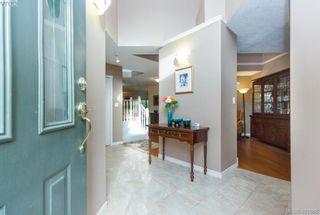 Photo 2: 19 500 Marsett Pl in VICTORIA: SW Royal Oak Row/Townhouse for sale (Saanich West)  : MLS®# 801524