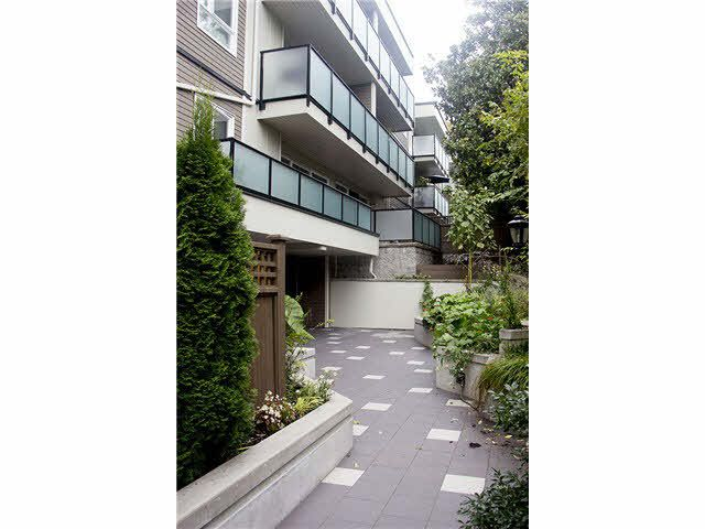 """Main Photo: 408 2333 TRIUMPH Street in Vancouver: Hastings Condo for sale in """"LANDMARK-MONTEREY"""" (Vancouver East)  : MLS®# V1089794"""