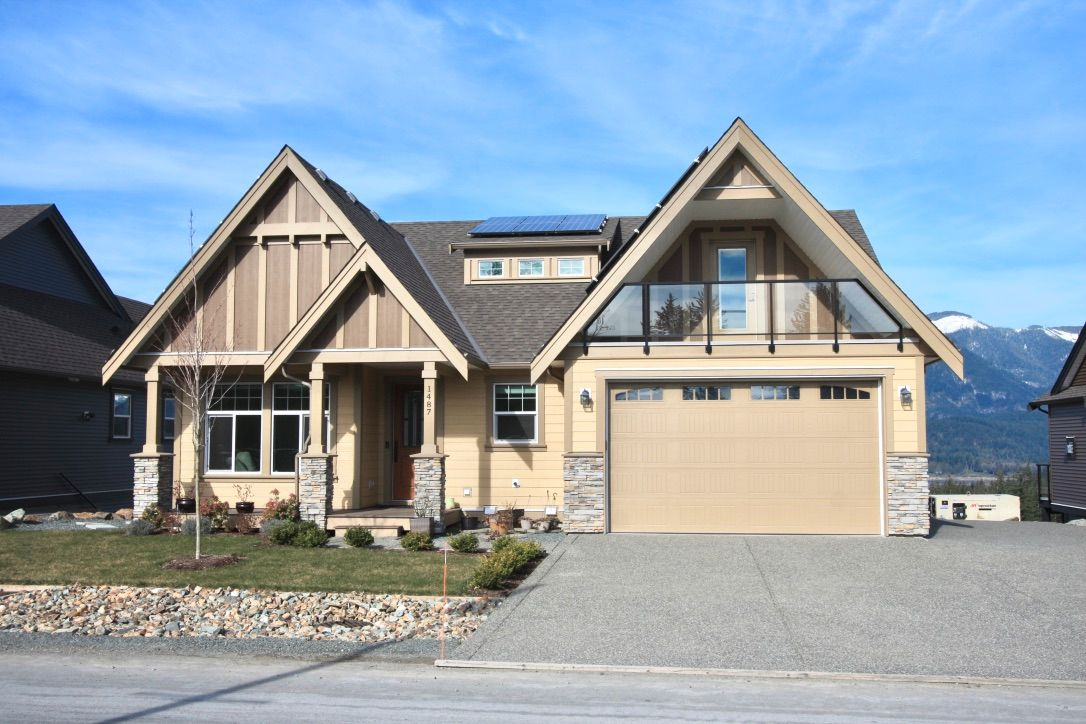 Main Photo: 1487 Stromdahl Place in Agassiz: Mt Woodside House for sale : MLS®# R2550995