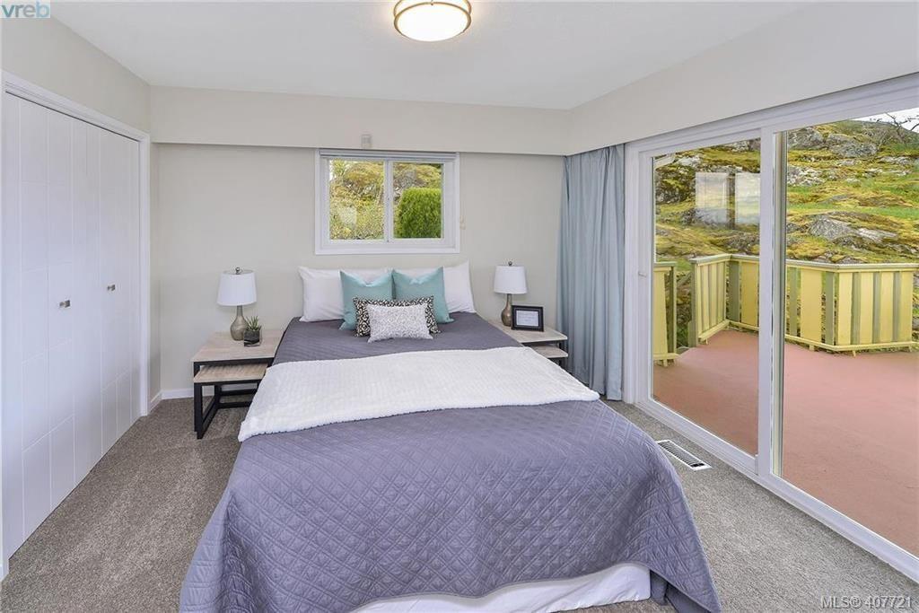 Photo 10: Photos: 3698 Kootenay Pl in VICTORIA: SE Cedar Hill House for sale (Saanich East)  : MLS®# 810256