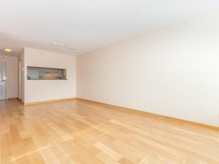 """Photo 6: 1802 5189 GASTON Street in Vancouver: Collingwood VE Condo for sale in """"THE MACGREGOR"""" (Vancouver East)  : MLS®# R2369458"""
