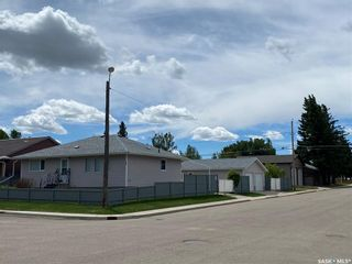 Photo 2: 200 6th Avenue East in Unity: Residential for sale : MLS®# SK860498