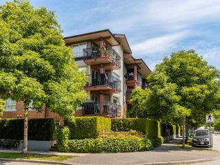 """Photo 3: 408 200 KLAHANIE Drive in Port Moody: Port Moody Centre Condo for sale in """"Salal"""" : MLS®# R2603495"""
