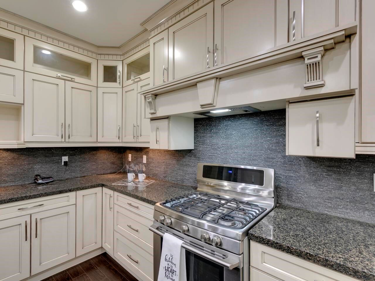 "Photo 10: Photos: 22845 126B Avenue in Maple Ridge: East Central House for sale in ""EAST CENTRAL MAPLE RIDGE"" : MLS®# R2594638"