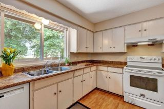 """Photo 11: 6235 171 Street in Surrey: Cloverdale BC House for sale in """"WEST CLOVERDALE"""" (Cloverdale)  : MLS®# R2598284"""