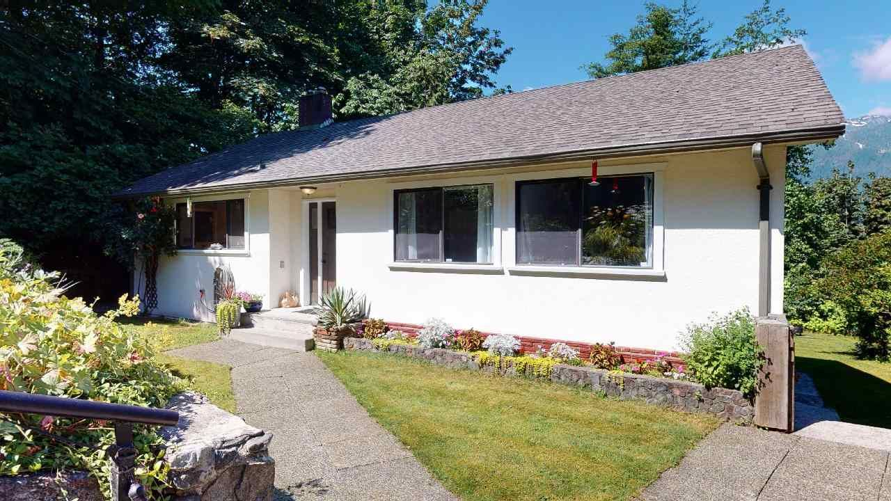 """Main Photo: 38151 CLARKE Drive in Squamish: Hospital Hill House for sale in """"Hospital Hill"""" : MLS®# R2478127"""