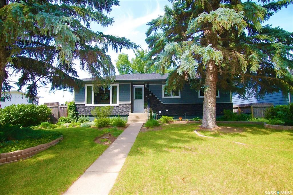 Main Photo: 1403 Ashley Drive in Swift Current: North East Residential for sale : MLS®# SK860622