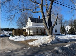 Photo 1: 1206 Maple Street in Waterville: 404-Kings County Residential for sale (Annapolis Valley)  : MLS®# 202103387