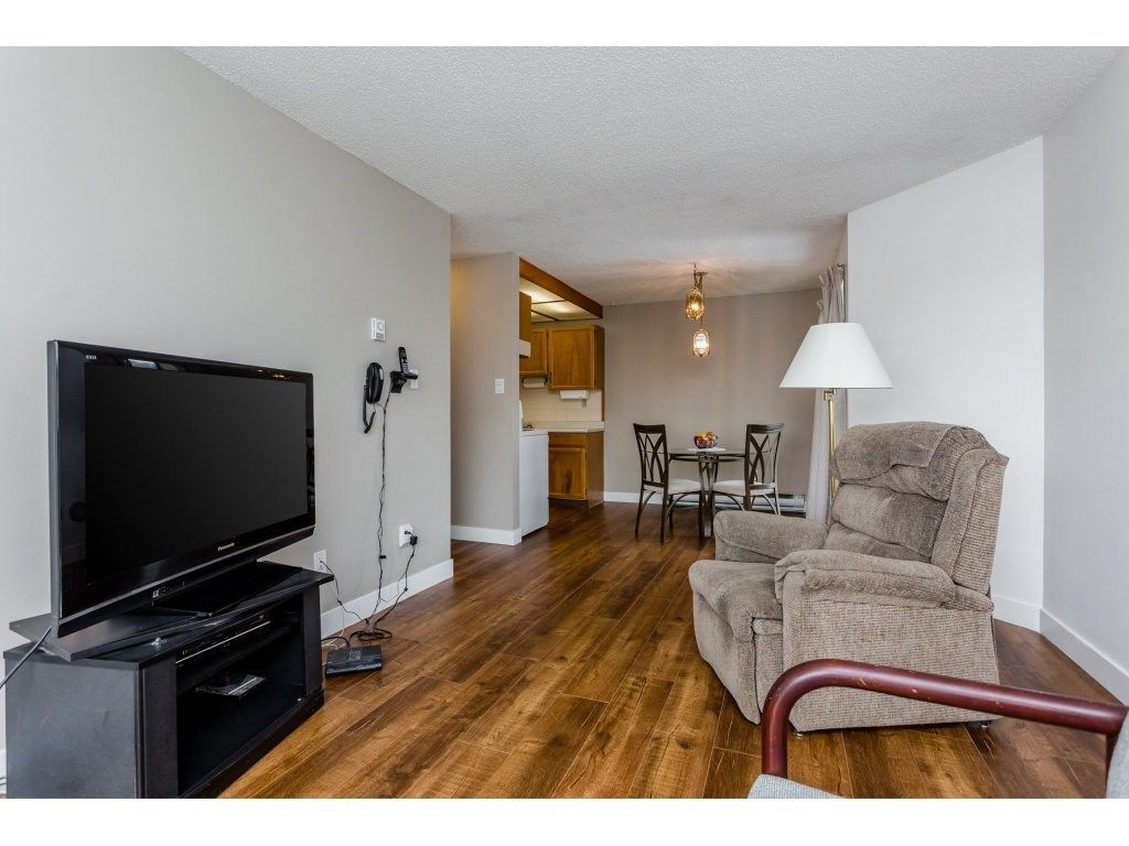 """Photo 6: Photos: 303 9952 149 Street in Surrey: Guildford Condo for sale in """"Tall Timbers"""" (North Surrey)  : MLS®# R2241309"""