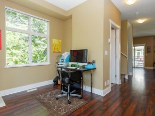 """Photo 7: 9 20120 68 Avenue in Langley: Willoughby Heights Townhouse for sale in """"The Oaks"""" : MLS®# F1443428"""