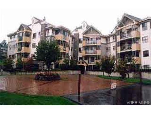 Main Photo: 411 494 Marsett Pl in VICTORIA: SW Royal Oak Condo for sale (Saanich West)  : MLS®# 182433
