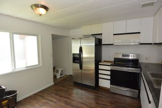 """Photo 2: 1 95 LAIDLAW Road in Smithers: Smithers - Rural Manufactured Home for sale in """"Mountain View Mobile Home Park"""" (Smithers And Area (Zone 54))  : MLS®# R2595078"""