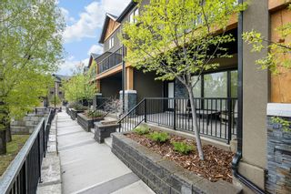 Photo 3: 407 Valley Ridge Manor NW in Calgary: Valley Ridge Row/Townhouse for sale : MLS®# A1112573