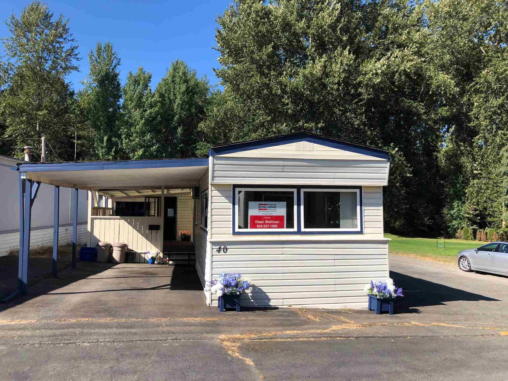 Main Photo: 40 8266 KING GEORGE Boulevard in Surrey: Bear Creek Green Timbers Manufactured Home for sale : MLS®# R2605811