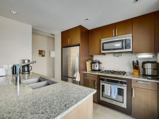 """Photo 4: 1801 2978 GLEN Drive in Coquitlam: North Coquitlam Condo for sale in """"GRAND CENTRAL ONE"""" : MLS®# R2553791"""