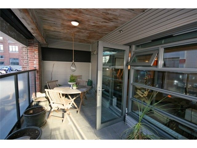 """Photo 3: Photos: 106 388 W 1ST Avenue in Vancouver: False Creek Condo for sale in """"The Exchange"""" (Vancouver West)  : MLS®# V1115202"""