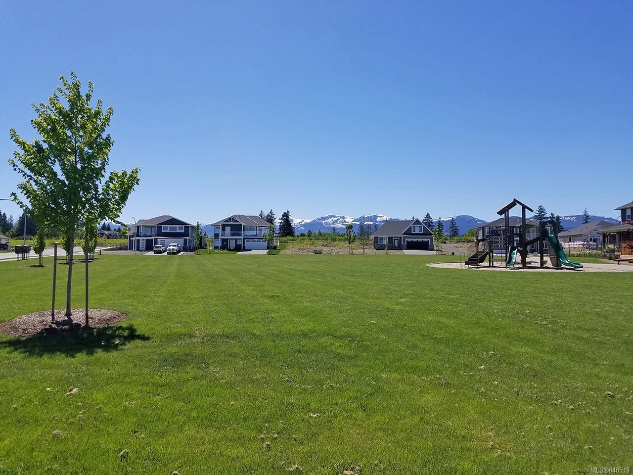 Photo 13: Photos: 3332 Harbourview Blvd in COURTENAY: CV Courtenay City House for sale (Comox Valley)  : MLS®# 840519