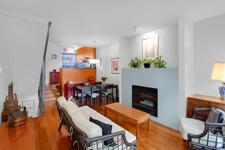 Photo 2: 392 E 15TH Avenue in Vancouver: Mount Pleasant VE Townhouse for sale (Vancouver East)  : MLS®# R2349680