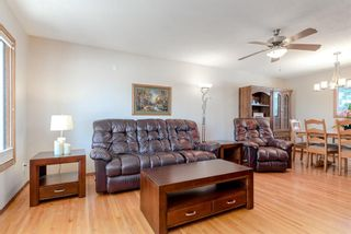Photo 5: 744 Mapleton Drive SE in Calgary: Maple Ridge Detached for sale : MLS®# A1125027