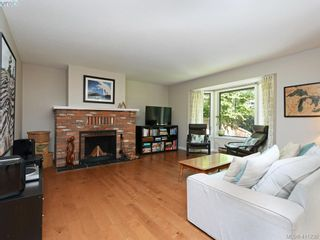 Photo 5: 4 1096 Stoba Lane in VICTORIA: SE Quadra Row/Townhouse for sale (Saanich East)  : MLS®# 815258