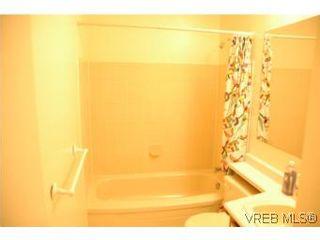 Photo 5: 402 4030 Quadra St in VICTORIA: SE High Quadra Condo for sale (Saanich East)  : MLS®# 510575