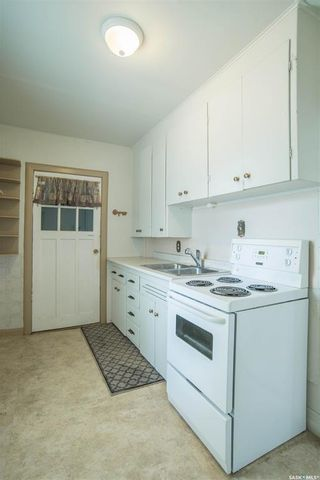 Photo 8: 401 Vancouver Avenue South in Saskatoon: Meadowgreen Residential for sale : MLS®# SK860917