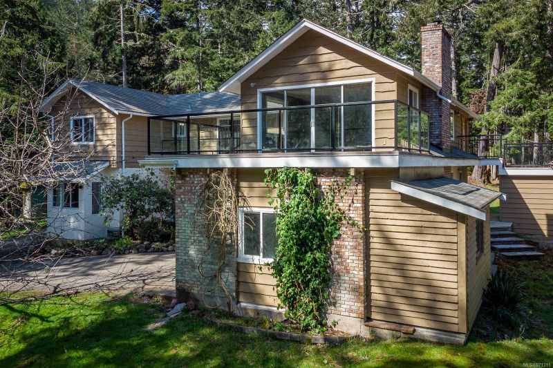 FEATURED LISTING: 1075 Matheson Lake Park Rd