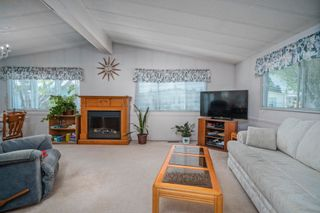"""Photo 2: 102 2303 CRANLEY Drive in Surrey: King George Corridor Manufactured Home for sale in """"SUNNYSIDE ESTATES"""" (South Surrey White Rock)  : MLS®# R2618060"""